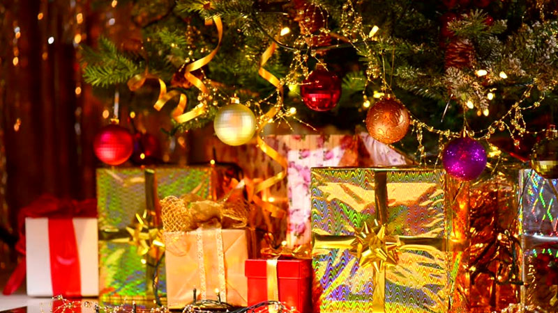 Greet Your Near and Dear Ones with Enchanting Gifts this Christmas and New Year